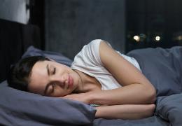 Sonno e riposo notturno, trovare il giusto rimedio con le tinture madri di escolzia, valeriana e scutellaria.